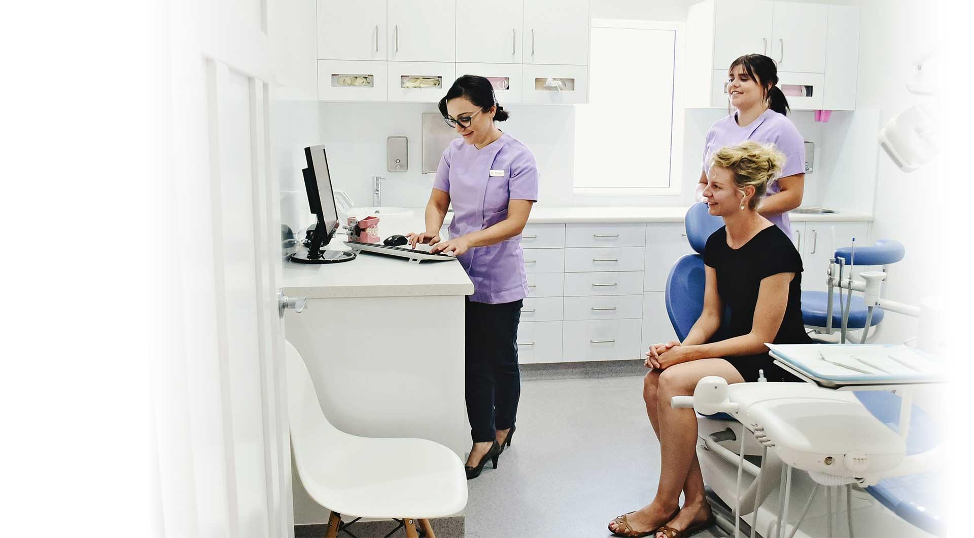 https://www.dubbodentistry.com.au/wp-content/uploads/2018/06/Dr_Shanli_patient_Dubbo_Dentist.jpg
